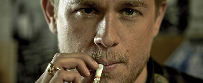 Charlie-Hunnam-Sons-Of-Anarchy__banniere